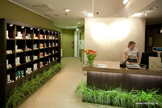 403_Beauty_Centre_Reception.jpg