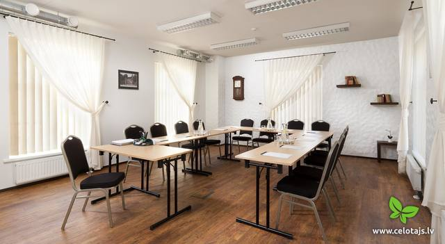 Meeting rooms -Karoline U-shape.JPG